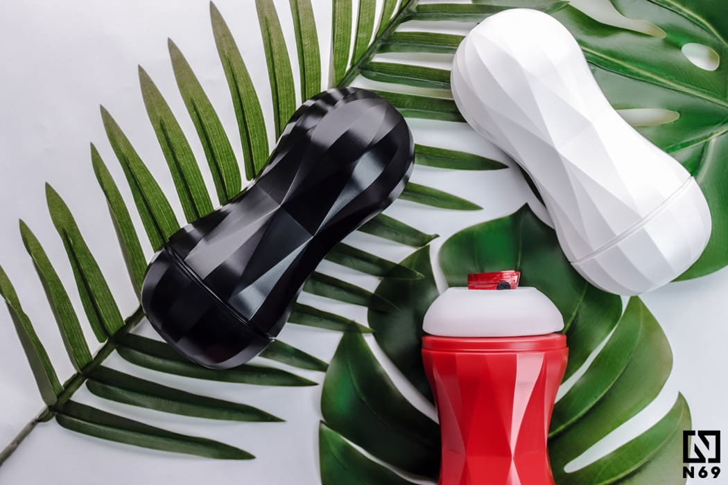 Tenga Air-Tech Squeeze masturbatory w kolorach; biały, czerwony, czarny