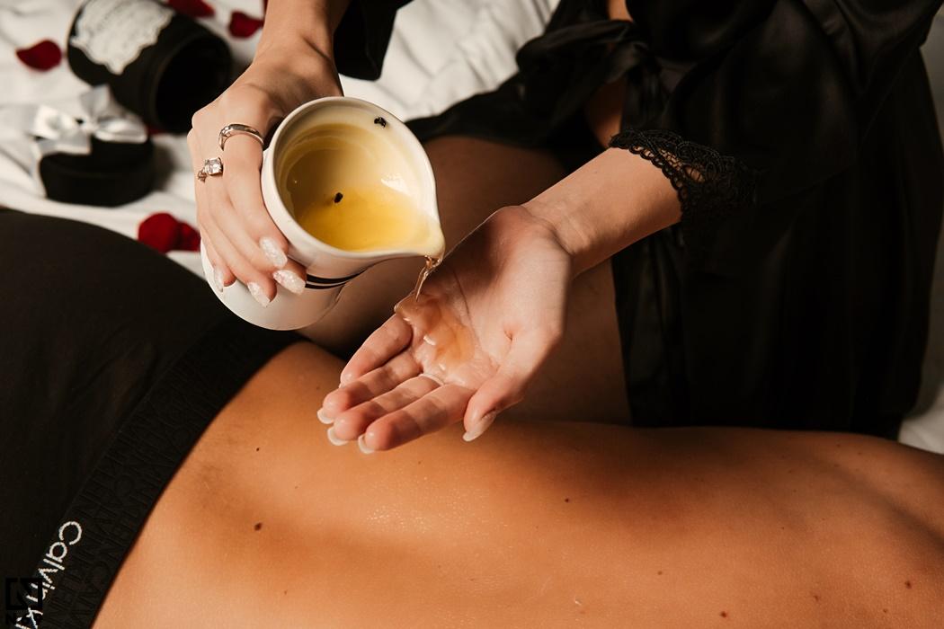 masaż erotyczny świecą