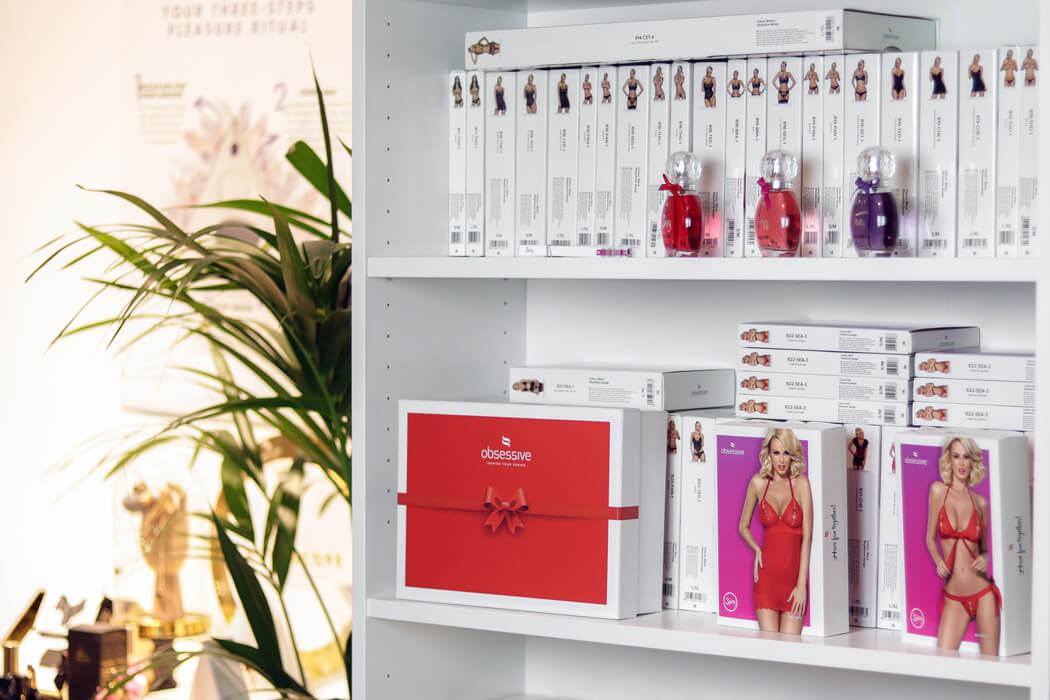 n69.pl | Półka z marką Obsessive w sklepie stacjonanrnym