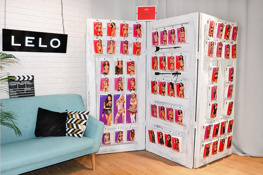 sex shop Warszawa N69 seksowna bielizna damska Obsessive na sklepowej półce